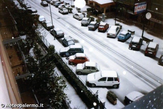 Palermo sotto la nevicata del 31 gennaio 1999 (fonte meteopalermo.com)