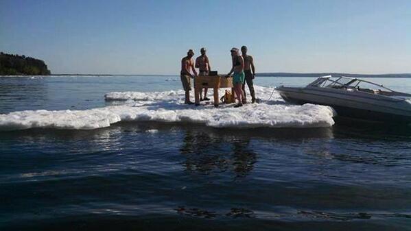 13 lug 14 lago superiore - Ghiaccio galleggiante sul Lago Superiore in pieno Luglio!