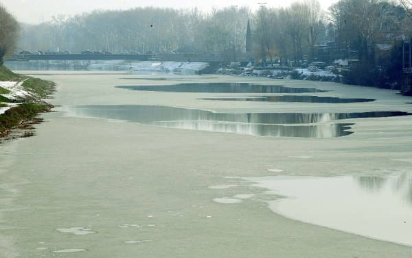 L'Arno lievemente gelato nel dicembre 2009. Fonte Panoramio.
