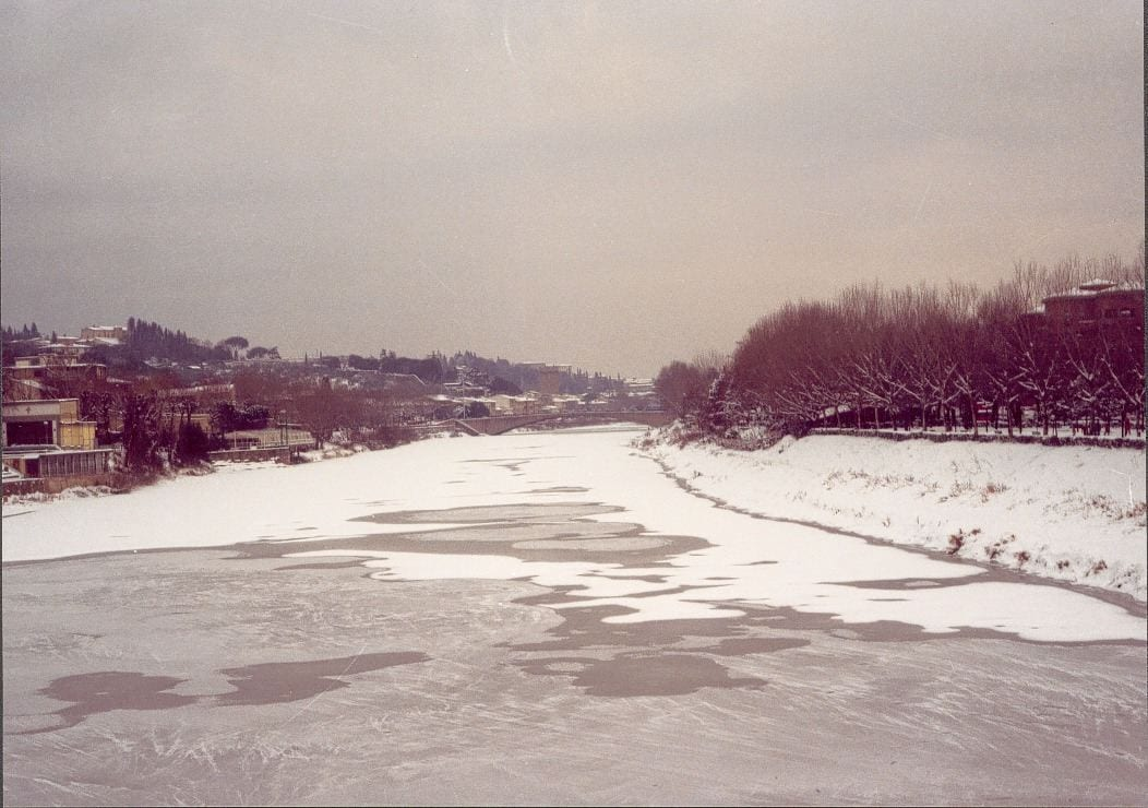 L'Arno gelato nel gennaio 1985.