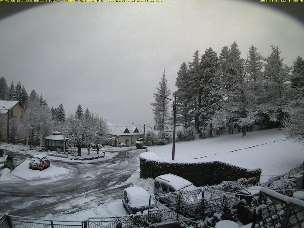 Brunate San Maurizio (Como), nevica da stamattina.