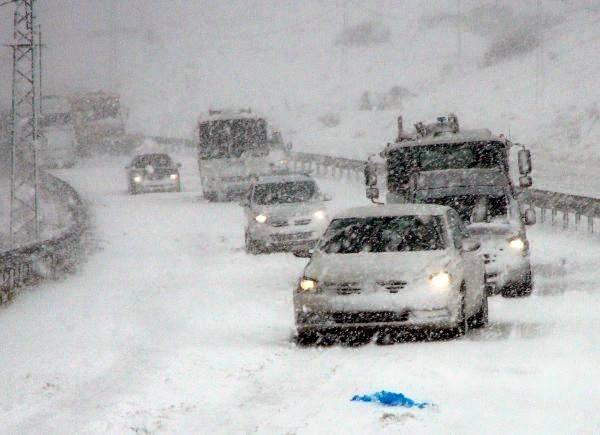 23 mar 15 bolu - Villaggi isolati per le pesanti nevicate in Turchia