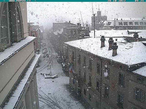 sondrio 28 ottobre 2012 - Il caldo è solo temporaneo. Solo 3 anni fa, tormente di neve in Europa e Italia a fine Ottobre