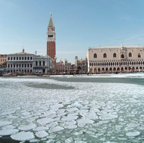 Laguna veneta gelata nel Febbraio 2012. Fonte venicewiki.org.