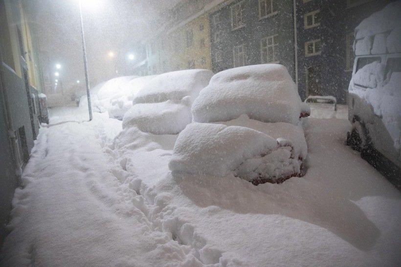 946191 - Reykjavik, inedite foto della nevicata da record