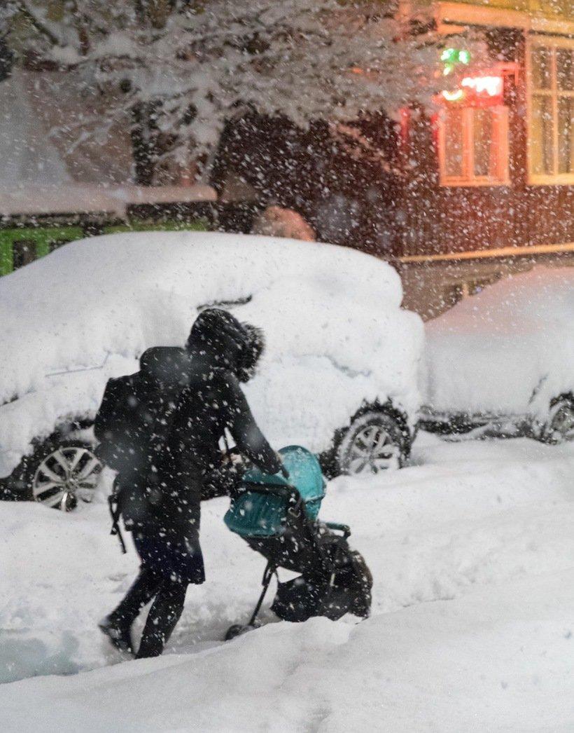 946193 - Reykjavik, inedite foto della nevicata da record