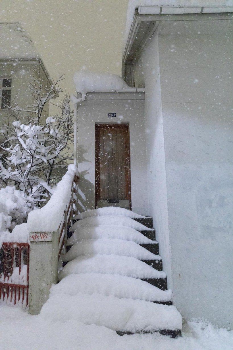 946199 - Reykjavik, inedite foto della nevicata da record