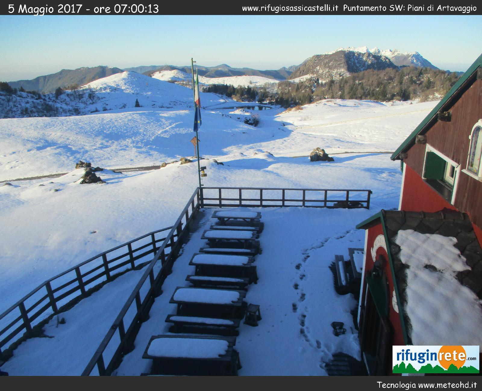 cam - Neve di Maggio, la situazione stamattina in Valsassina in Lombardia